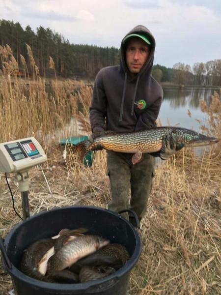 Зарыбление щукой на озере Михайлына (2)